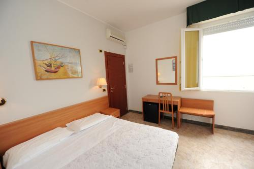 A bed or beds in a room at Hotel Spiaggia