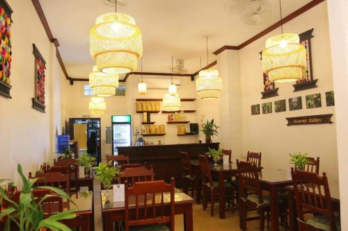 A restaurant or other place to eat at Sanga Hostel