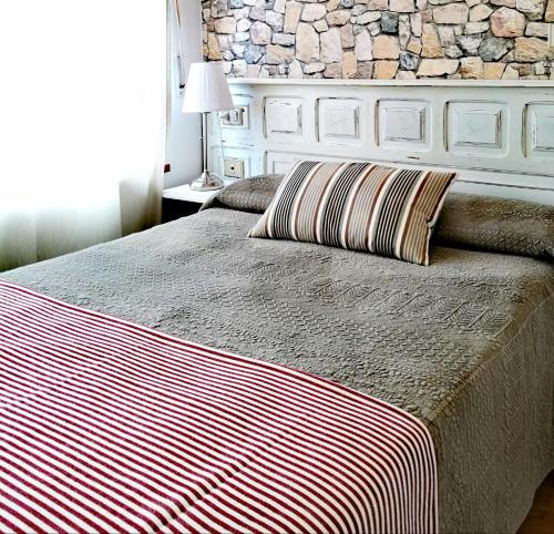 A bed or beds in a room at Hotel Celta Galaico