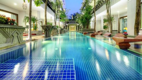 The swimming pool at or close to Golden Temple Retreat