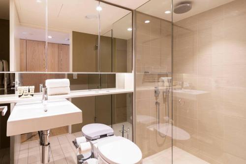 A bathroom at LUXE PACIFIC BONDI BEACH