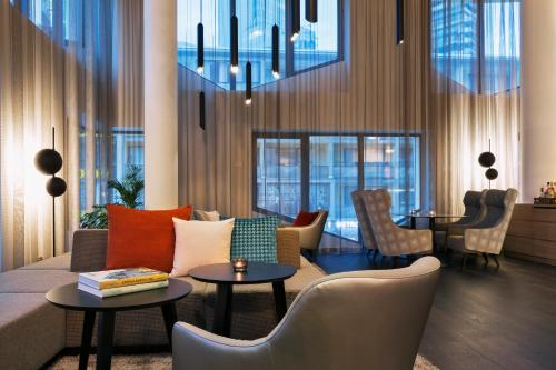 The lounge or bar area at Residence Inn by Marriott Frankfurt City Center