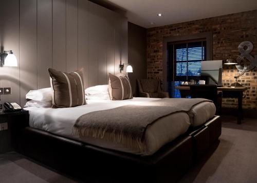 A bed or beds in a room at Dakota Edinburgh