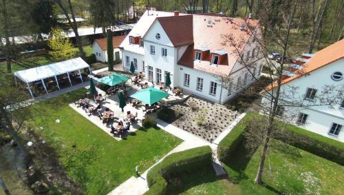 Blick auf Café Wildau Hotel & Restaurant am Werbellinsee aus der Vogelperspektive