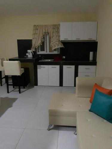 A cozinha ou cozinha compacta de Curacao Color Appartments