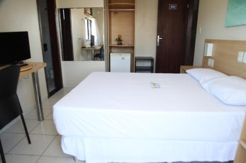 A bed or beds in a room at Hotel Piramide - Pituba