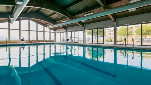 The swimming pool at or near Best Western Plus Silverdale Beach Hotel