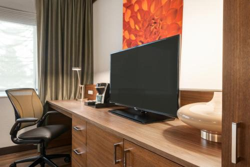 A television and/or entertainment center at Hilton Garden Inn Minneapolis Airport Mall of America