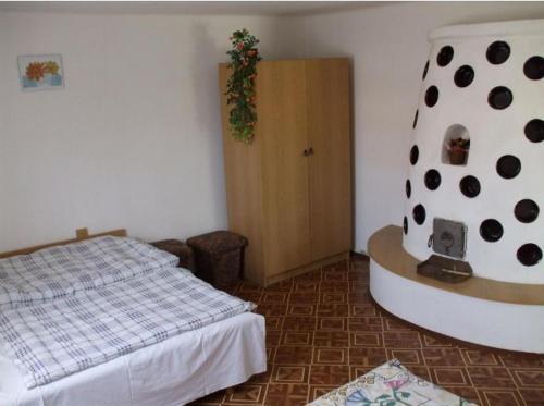 A bed or beds in a room at Fazekas Vendégház és Kemping