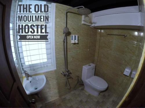 A bathroom at The Old Moulmein Hostel