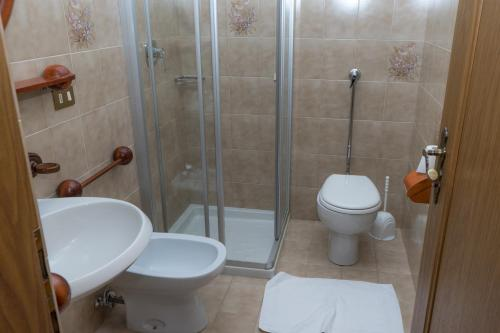 A bathroom at Hotel Fiames