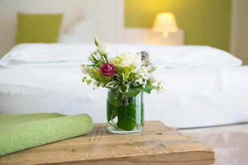 Ein Bett oder Betten in einem Zimmer der Unterkunft Paulsen's Landhotel und Restaurant