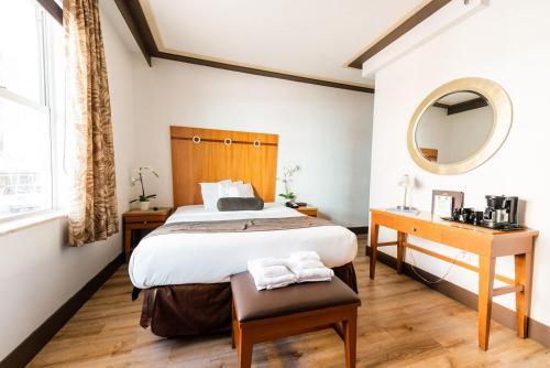 Cama ou camas em um quarto em Majestic Hotel South Beach