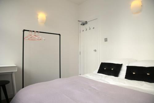 A bed or beds in a room at Stunning Northern Quarter Loft Conversion