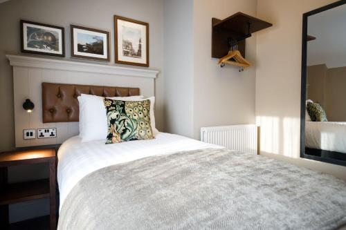 A bed or beds in a room at Innkeeper's Lodge Chester, Christleton