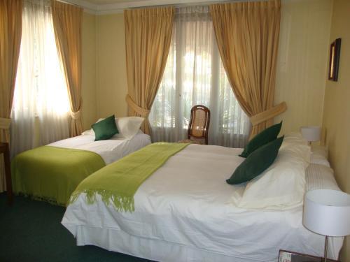 Cama o camas de una habitación en Hotel Las Flores