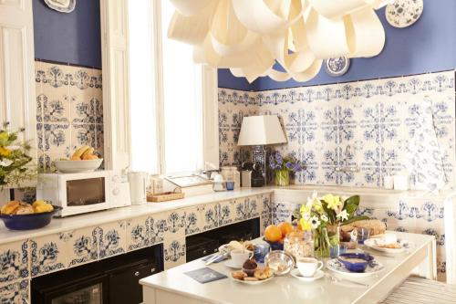 A restaurant or other place to eat at Close to Passeig de Gracia B&B