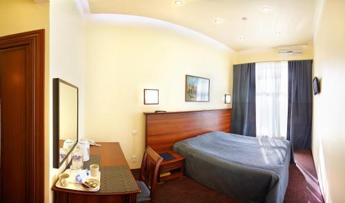 Кровать или кровати в номере Nautilus Inn