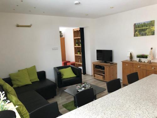Ein Sitzbereich in der Unterkunft Ferienhaus Bergblick