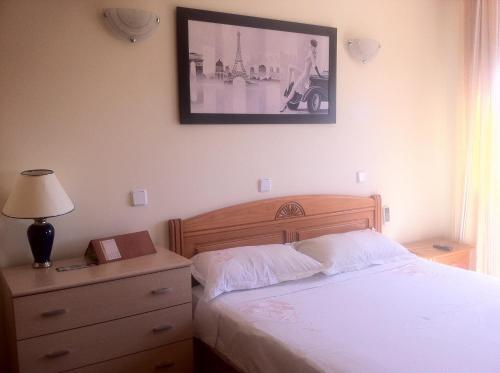 Cama o camas de una habitación en Hostal Madrid Paris