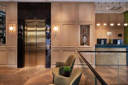 The lobby or reception area at Jacob Samuel Hotel Tel Aviv
