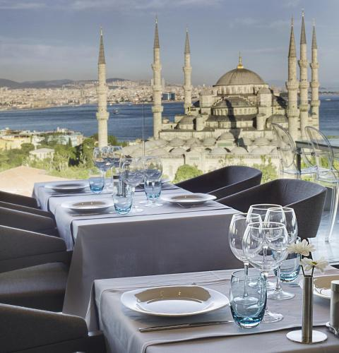 A restaurant or other place to eat at Hotel Arcadia Blue Istanbul