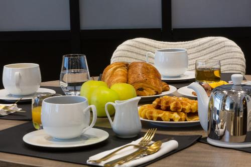 Breakfast options available to guests at Hotel L'Arbre Voyageur - BW Premier Collection - LILLE