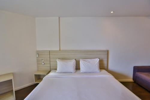 A bed or beds in a room at Quality Hotel Niterói