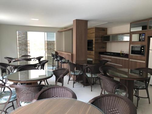 A restaurant or other place to eat at RESIDENCIAL FAGUNDES II