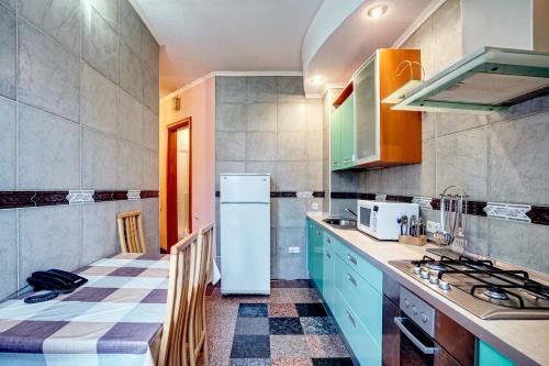 A kitchen or kitchenette at Apartments near Khreshchatyk-Absolut