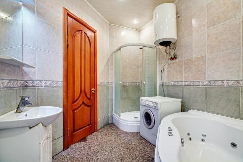 A bathroom at Apartments near Khreshchatyk-Absolut