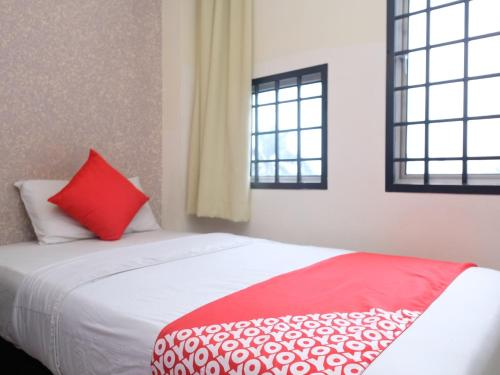 A bed or beds in a room at Hotel De' Tees, Masai Utama