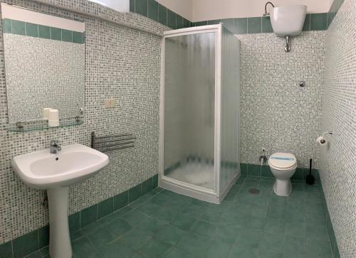 A bathroom at Amico Hotel