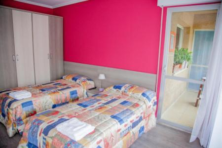 A bed or beds in a room at Pensión Parque del Ebro