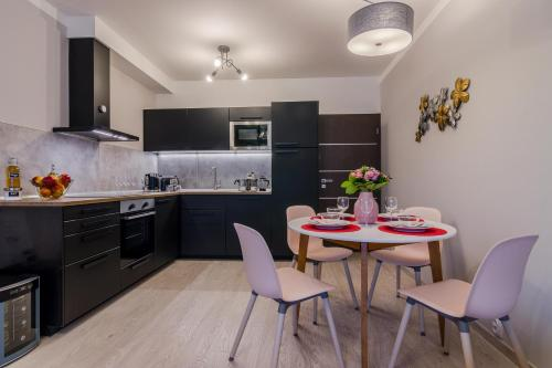 Een keuken of kitchenette bij Michal&Friends Prague Luxury Apartments