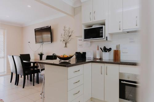 A kitchen or kitchenette at Central Wagga Self Catering Apartment