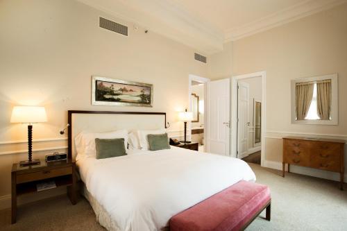 Cama ou camas em um quarto em Copacabana Palace, A Belmond Hotel, Rio de Janeiro