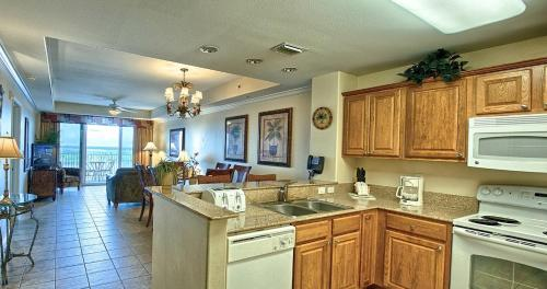 A kitchen or kitchenette at Penthouse Close to Disney area and Malls water view