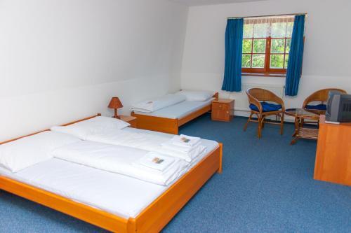 Ein Bett oder Betten in einem Zimmer der Unterkunft Hotel Na Pláži