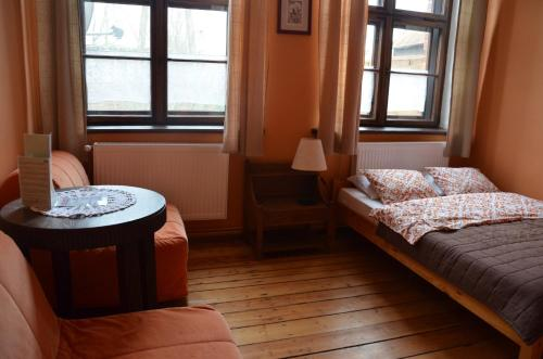 A bed or beds in a room at Stara Szkoła w Harszu