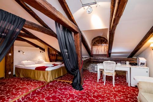 A bed or beds in a room at Meriton Old Town Garden Hotel