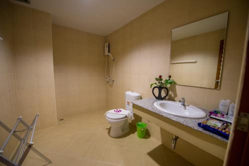A bathroom at Z-Talay House
