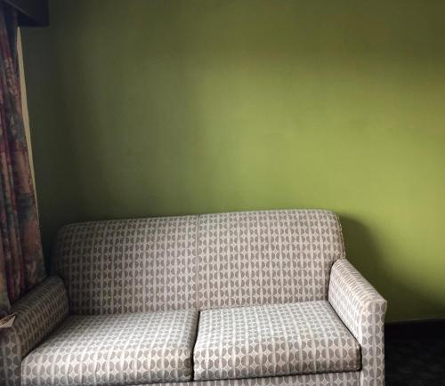 A seating area at America Best Value Inn and Suites Warsaw