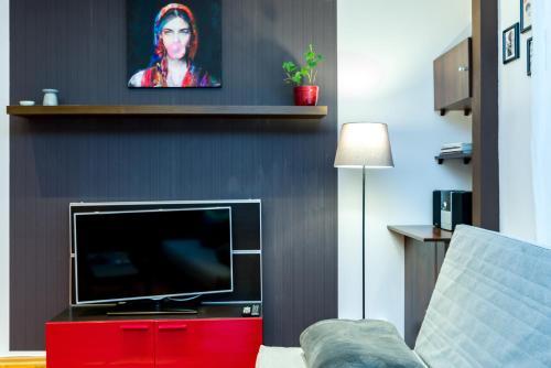 Telewizja i/lub zestaw kina domowego w obiekcie Apartament Żurawia