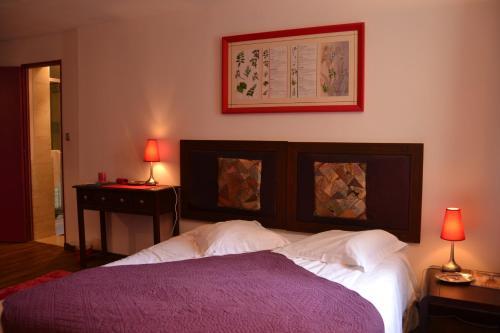 A bed or beds in a room at Gîtes du Château de La Motte