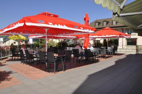 Ein Restaurant oder anderes Speiselokal in der Unterkunft Hôtel de Ville