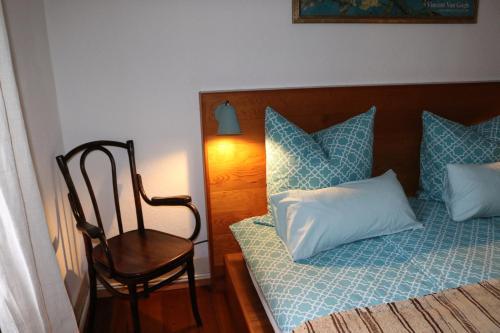 A bed or beds in a room at Vintage Inn Tübingen