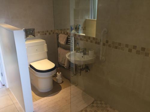 A bathroom at Clinton's Green B&B