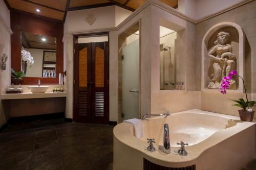 A bathroom at Bali Tropic Resort & Spa