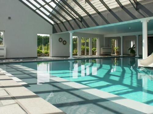 The swimming pool at or close to Thermes des Sources